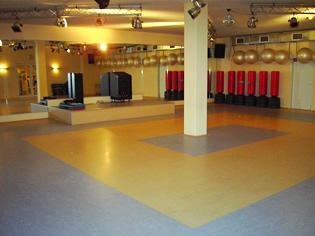 Ein Blick in die hellen und freundlich gestalteten Trainingsräume.